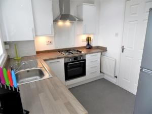 A kitchen or kitchenette at Signature - Redstone House - Newton Mearns