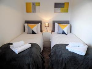 A bed or beds in a room at Signature - Redstone House - Newton Mearns