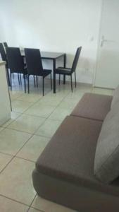 Een zitgedeelte bij Apartments Noris