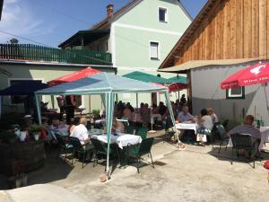 Ein Restaurant oder anderes Speiselokal in der Unterkunft Gwörthwirt