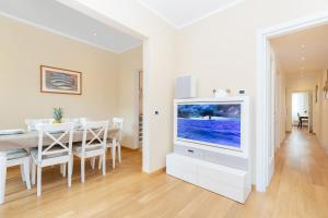 A television and/or entertainment center at Comfortable and Convenient apt in the center - Zanobi Delux