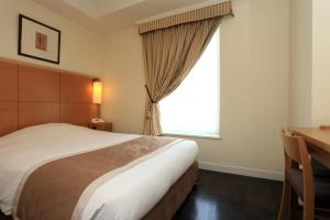 A bed or beds in a room at Hotel Monterey Lasoeur Ginza