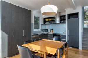 A kitchen or kitchenette at The Blairgowrie Glasshouse: 360 views