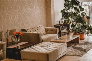 Ein Sitzbereich in der Unterkunft Hotel Alfa Art