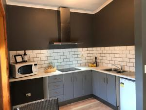 A kitchen or kitchenette at Amande Bed and Breakfast