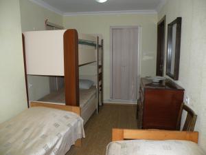 Двухъярусная кровать или двухъярусные кровати в номере Ekaterina Guest House