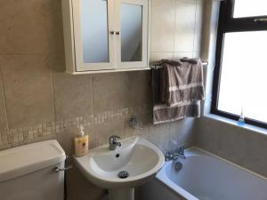 A bathroom at Mountain View