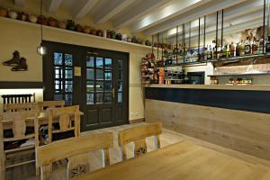 The lounge or bar area at Hotel La Coma