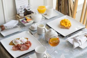 Breakfast options available to guests at Hazeldene Guest House