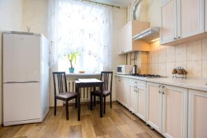 A kitchen or kitchenette at Apartment Sinna Street 44