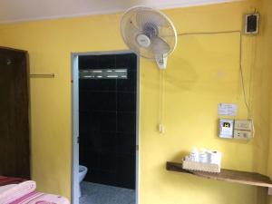 A bathroom at Island Lodge