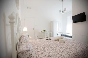 A bed or beds in a room at Maison Ortigia