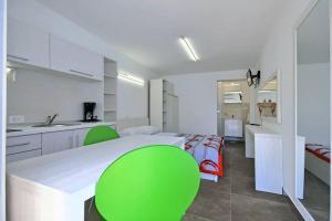 A kitchen or kitchenette at Apartmani Elio