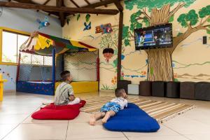 Crianças ficando em Zagaia Eco Resort