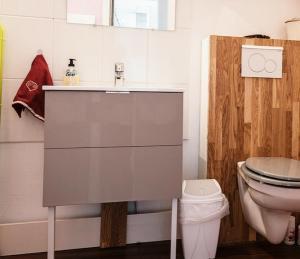 A bathroom at Le Tanneur, au coeur de Ribeauvillé