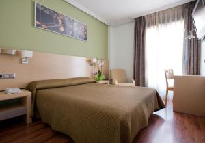 A bed or beds in a room at 4C Bravo Murillo
