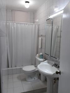 A bathroom at Isla Verde Apt