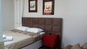A bed or beds in a room at Pousada Chale Pico da Bandeira