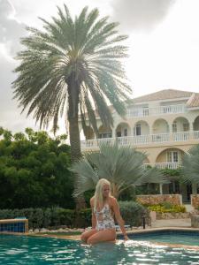 A piscina localizada em Ocean Sky Apartments ou nos arredores