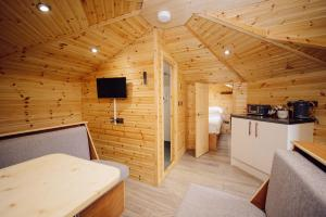 A kitchen or kitchenette at Delny Glamping