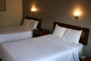 A bed or beds in a room at Skye Lodge