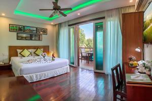 Ein Bett oder Betten in einem Zimmer der Unterkunft Green Heaven Hoi An Resort and Spa