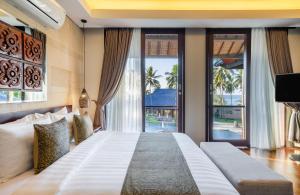 A bed or beds in a room at Wyndham Sundancer Resort Lombok