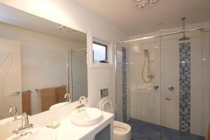 A bathroom at Bridport Holiday Rental