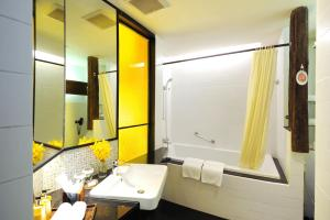 A bathroom at Siam@Siam, Design Hotel Bangkok