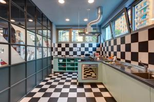 A kitchen or kitchenette at MEININGER Milano Lambrate