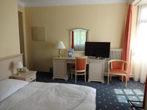 Ein Bett oder Betten in einem Zimmer der Unterkunft Hotel Schweizerhof
