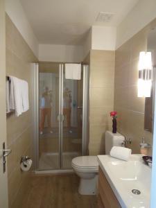 Ein Badezimmer in der Unterkunft Hotel Schweizerhof