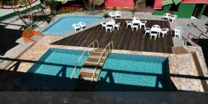 A view of the pool at Pousada Chale Pico da Bandeira or nearby