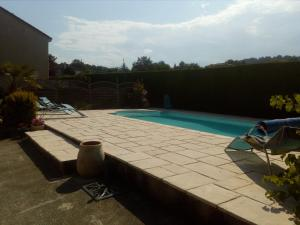 The swimming pool at or near Chambres des arrys