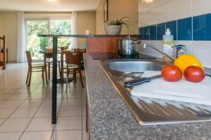 A kitchen or kitchenette at Zenitude Hôtel-Résidences Nantes - La Beaujoire