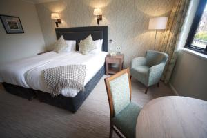 A bed or beds in a room at Winchester Royal Hotel