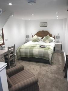 A bed or beds in a room at The Plough Inn