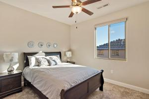 A bed or beds in a room at Cloud Nine #104