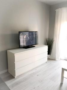 A television and/or entertainment centre at Mirror Apartment