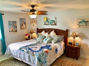 A bed or beds in a room at 2 Bedroom , 2 Bath , Villa