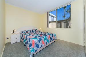 A bed or beds in a room at Alcheringa - Unit 1/32 Sandy Point Road