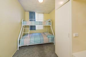 A bunk bed or bunk beds in a room at Alcheringa - Unit 1/32 Sandy Point Road