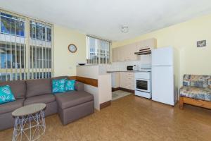A kitchen or kitchenette at Alcheringa - Unit 1/32 Sandy Point Road