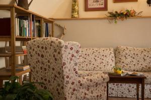 Ein Sitzbereich in der Unterkunft Agriturismo Al Picchio