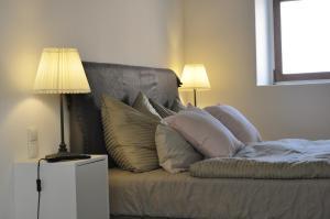 A bed or beds in a room at Pension Schwedenkreuz