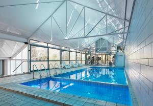The swimming pool at or near Melbourne Marriott Hotel