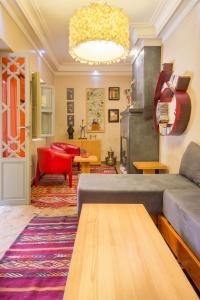 The lobby or reception area at Riad privé luxe au coeur de la Kasbah+ Hammam