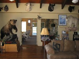 The lobby or reception area at Whitebird Summit Lodge