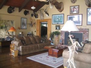 A seating area at Whitebird Summit Lodge