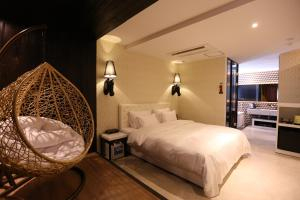 A bed or beds in a room at Dae Yeon Le Idea Hotel